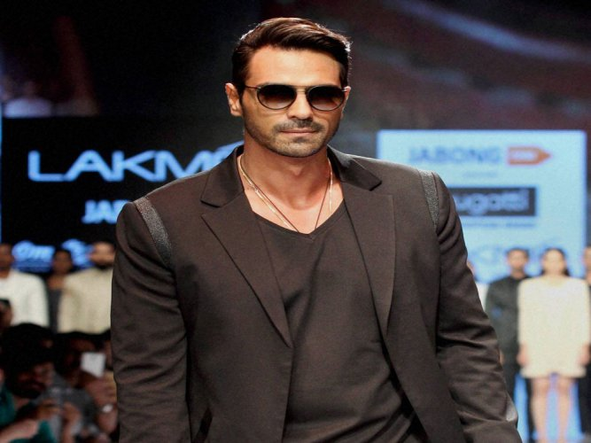 Arjun Rampal, Mehr Jesia put up united front at fashion week