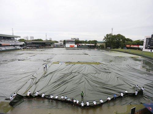 Rain interrupts play, India 21/3