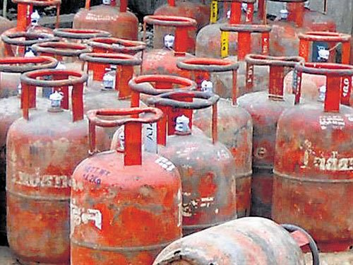 Govt mulls 2-kg LPG cylinders;starts e-booking for connections