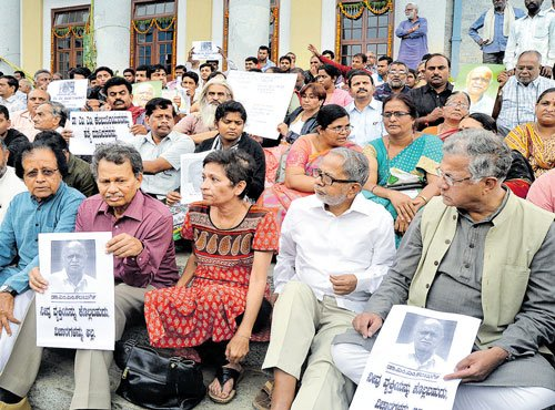 Intellectuals join chorus against killing