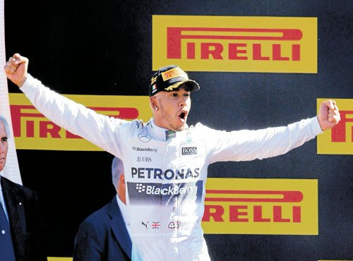 Red-hot Hamilton sizzles in Monza