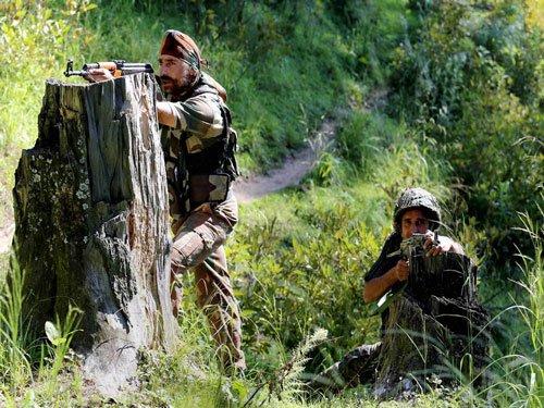 Pak violates ceasefire in Kupwara & Poonch; 2 jawans injured