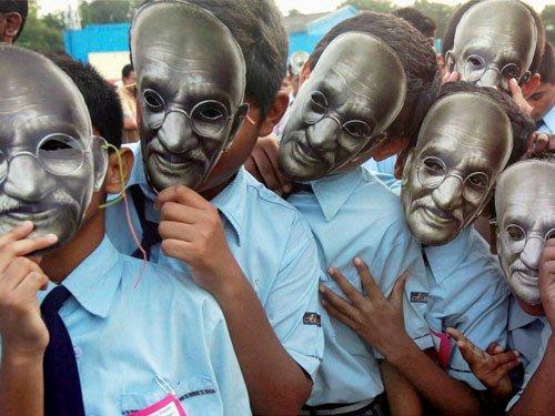 Bollywood recalls Gandhi's golden words on his 146th birthday