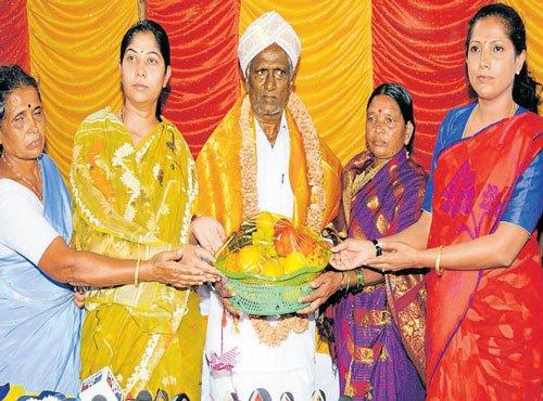 Progressive farmer gets formal invitation to inaugurate Dasara