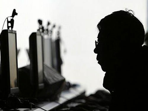 Heavy internet use puts teens at risk for high blood pressure