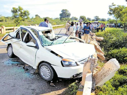 12 killed in separate accidents