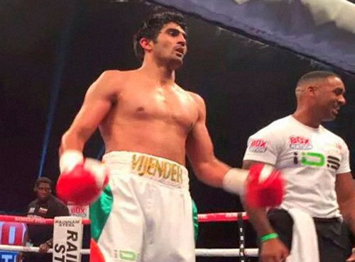 Vijender rocks in pro debut, thrashes Whiting