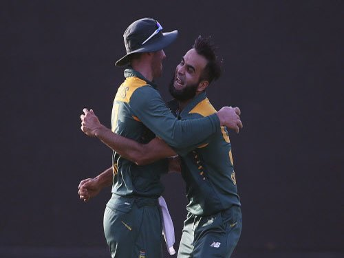 South Africa snatch 5-run win from India