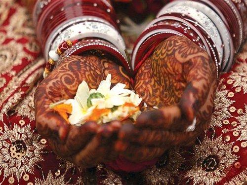 Hindus extend helping hand for wedding of Muslim girls in Bishada