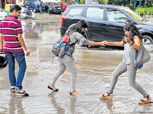 Sunday showers play spoilsport in City