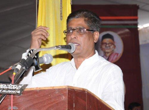 Kannada writer Prof Rahamat Tarikeri returns Akademi award