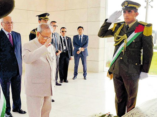 Pranab calls for greater ties  with Palestine