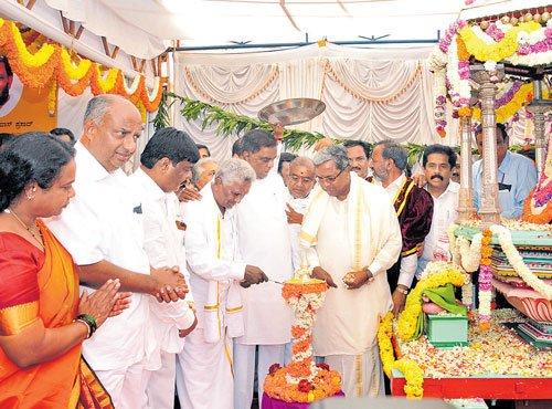 Puttaiah becomes the first farmer to launch Dasara festivities