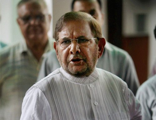 EC issues notice to Sharad Yadav over controversial remarks