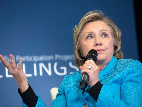 Clinton campaign gains momentum, has whooping $33 mln in cash