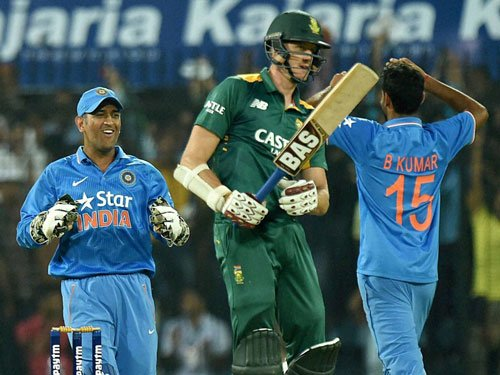 India restrict South Africa to 270 despite De Kock ton
