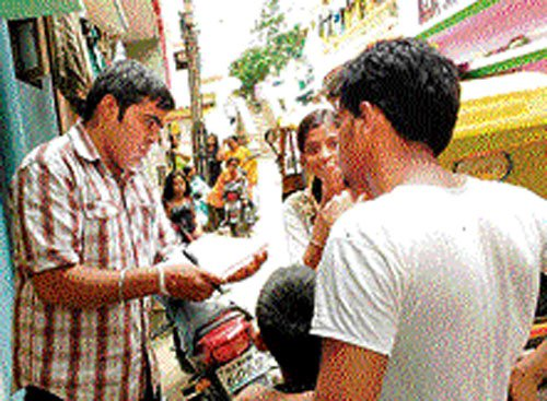 On weekends, working pros, students spread awareness on RTE
