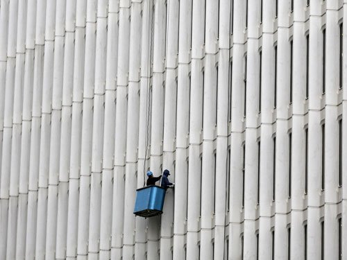 Window cleaners survive 10-storey fall in Sydney