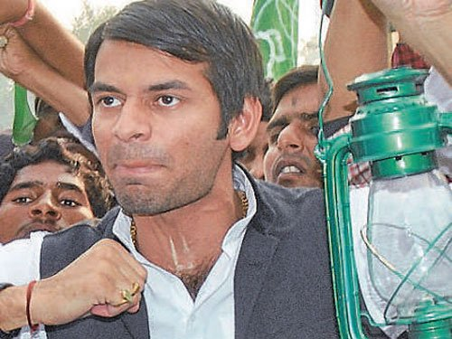 In triangular fight of Yadavs, Lalu's son may not rise