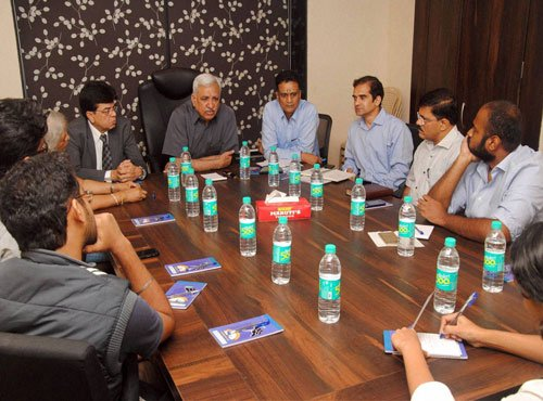 Talks fail to resolve FTII deadlock