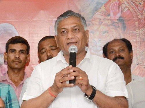 Dalit burning remarks: VK Singh shown black flags