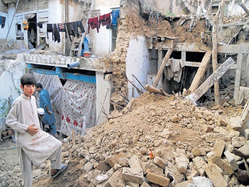 Over 230 killed in Pak, Af quake