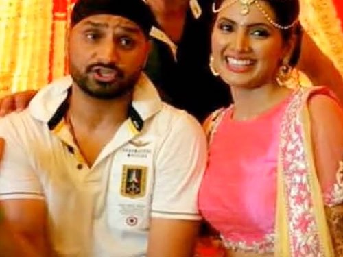 Bhajji choses simple look, Geeta to go traditional for wedding