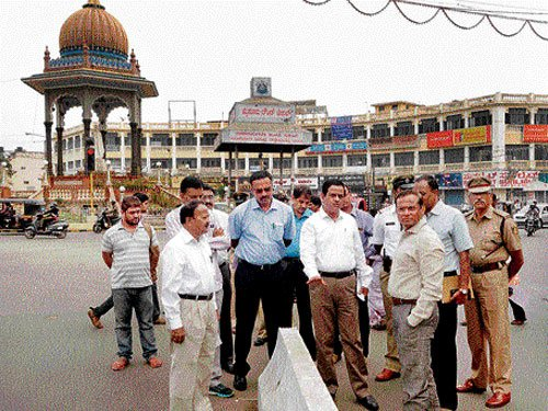 Cement medians to keep heritage beauty intact
