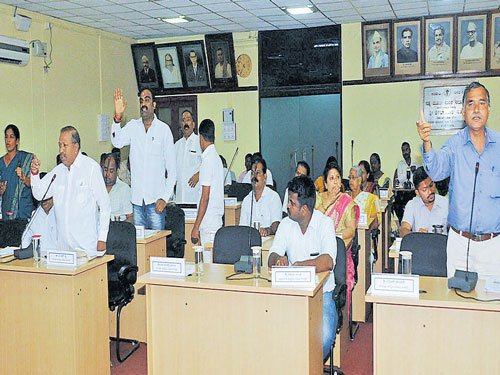 CMCmeet turns stormy over priority for 22 wards in funds allocation