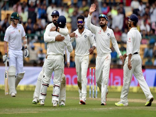 Indian spinners skittle SA for 214 despite AB's 85