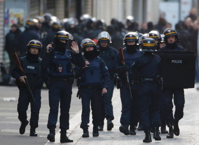 French police free 7 suspects held in massive anti-terror raid