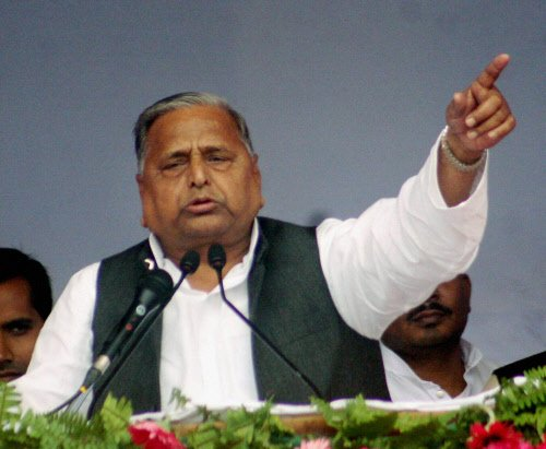 'Rebel' UP bureaucrats slam Mulayam's b'day bash