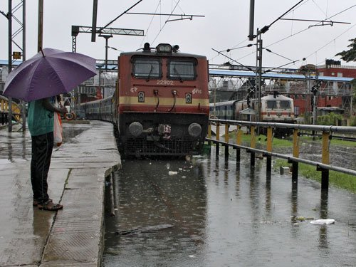 Students, migrants left stranded; rly stations turn into inns