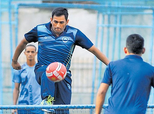 Dhoni set to enthrall fans in Vijay Hazare Trophy