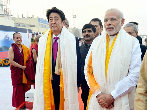 Modi, Abe attend Ganga Aarti at Varanasi