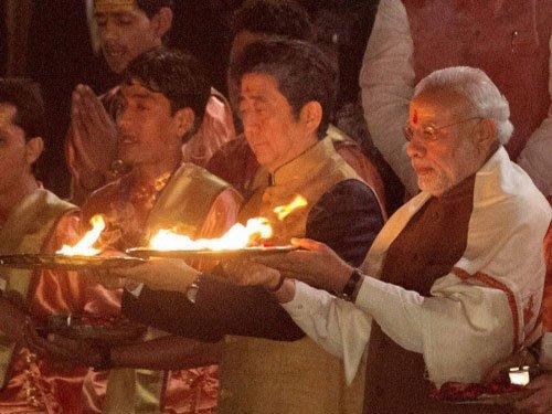 Cultural bonding on display as Modi, Shinzo attend 'Ganga Arti'