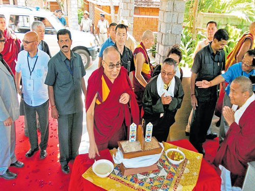Rousing welcome for Dalai Lama in Bylakuppe