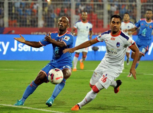 Super Goa storm into final