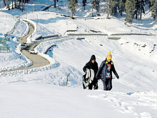 Kashmir, UP shiver due to cold wave