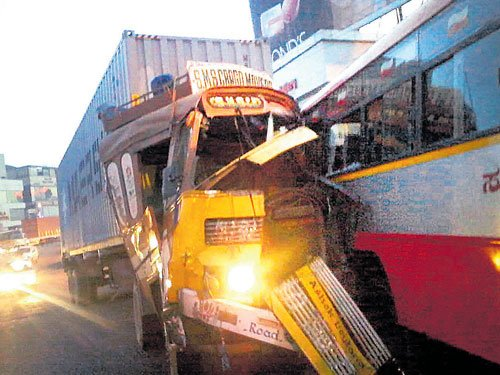 Lorry crushes bus conductor, hits six vehicles in pile-up