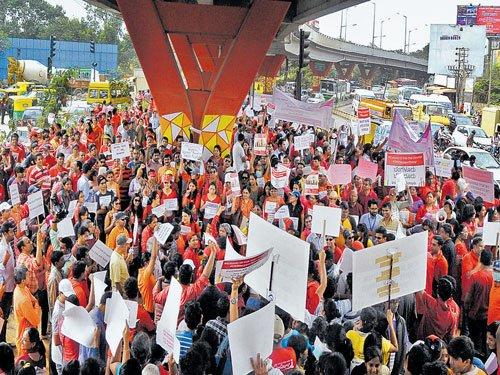 Residents hit streets, demand better infra