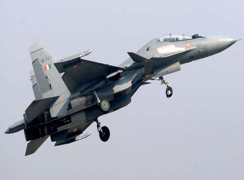 Front-line fighter Su-30 MKI flies with flaws