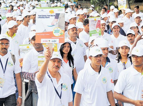 1,500 people walk  for food safety