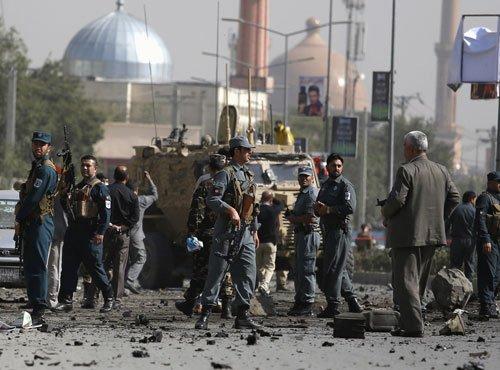 Afghan Taliban bomber kills six NATO troops as violence rises