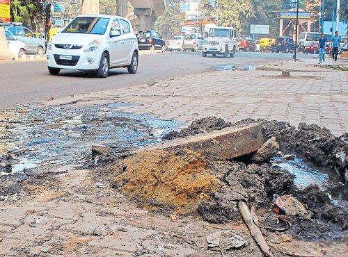 BWSSB to procure 30 machines to de-silt manholes soon