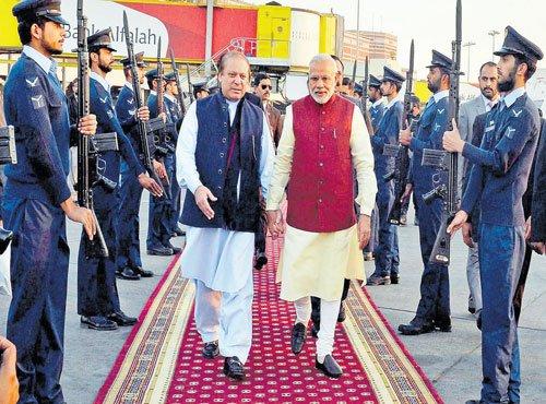 Modi makes surprise stopover in Lahore