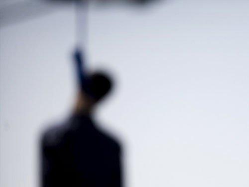 Owing ex-wife Rs 2 lakh, broke man hangs himself