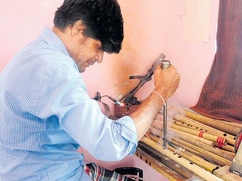 The making and melody of bamboo flutes