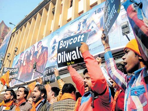 'Dilwale' hits the screens again in Mangaluru