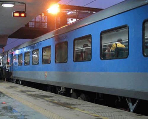 Rlys to rope in SHGs for supplying home made food